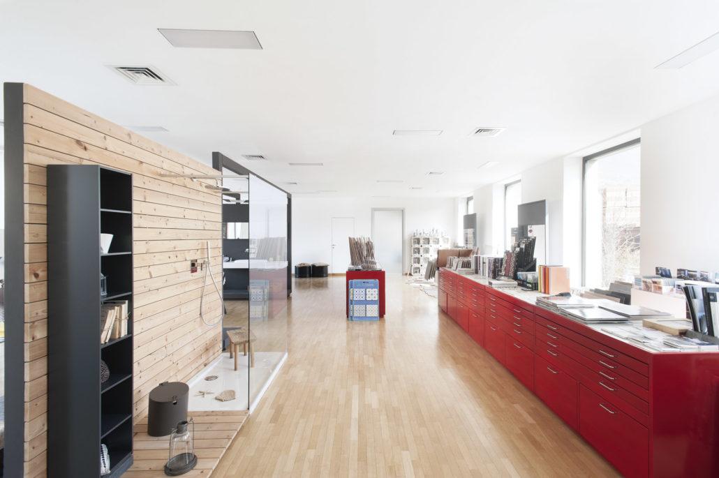 Servizi addesso living edilizia ceramica arredo bagno for Arredo negozi salerno